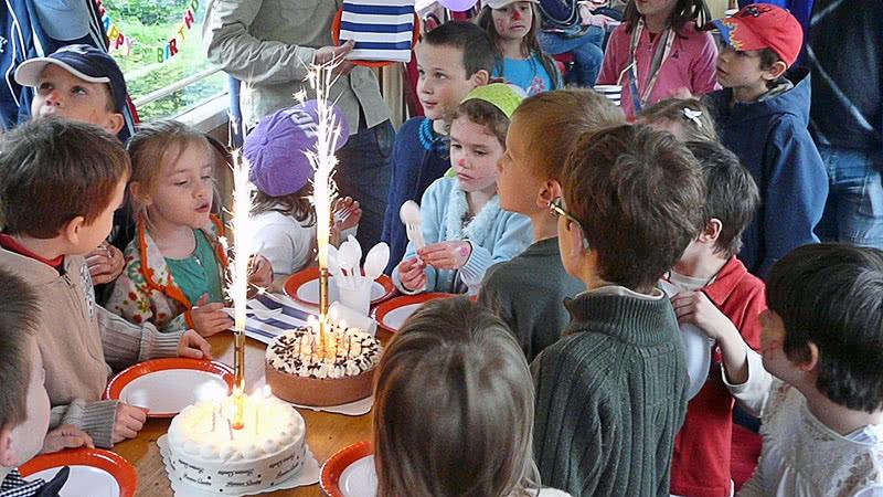Születésnap az egyik szalonkocsiban